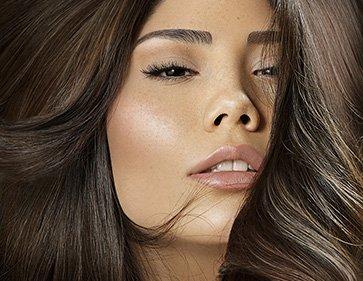 Editorial zum Thema Beauty und Hair mit asiatischem Model
